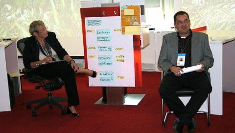 2008 und 2010 fanden zwei  Sonder-Chefrunden mit dem Schwerpunkt Innovations-Projekte statt. Gastreferentin 2008 war Carmen Thomas (hier mit Frank Nipkau, Chefredakteur Zeitungsverlag Waiblingen). Seither werden in allen Chefrunden zusätzlich zum Schwerpunktthema auch innovative Einzelprojekte von Teilnehmern zur Diskussion gestellt.