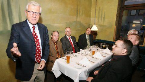 Dinner talk mit Verleger Dirk Ippen: Die 12. Chefrunde 2008 zu Gast bei der HNA in Kassel. Foto: Meyer/HNA.