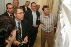 2004-2005: die 2. Chefrunde tagte zweimal bei der Main Post mit Chefredakteur Michael Reinhard ((vorne links) in Würzburg. Themenschwerpunkt: Leserforschung mit Readerscan