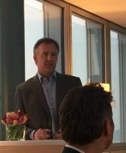 RP-Verleger Karl Hans Arnold im Gespräch mit der 25.Chefrunde